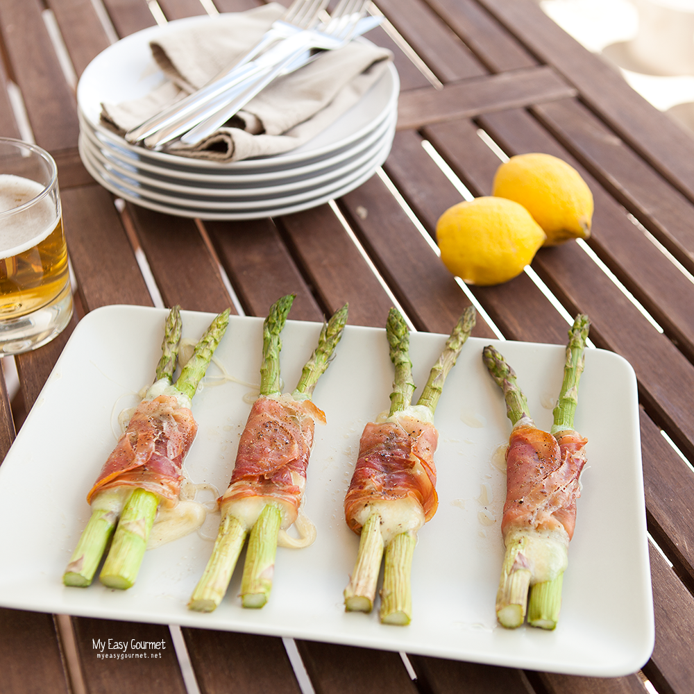 Prosciutto wrapped asparagus with mozzarella