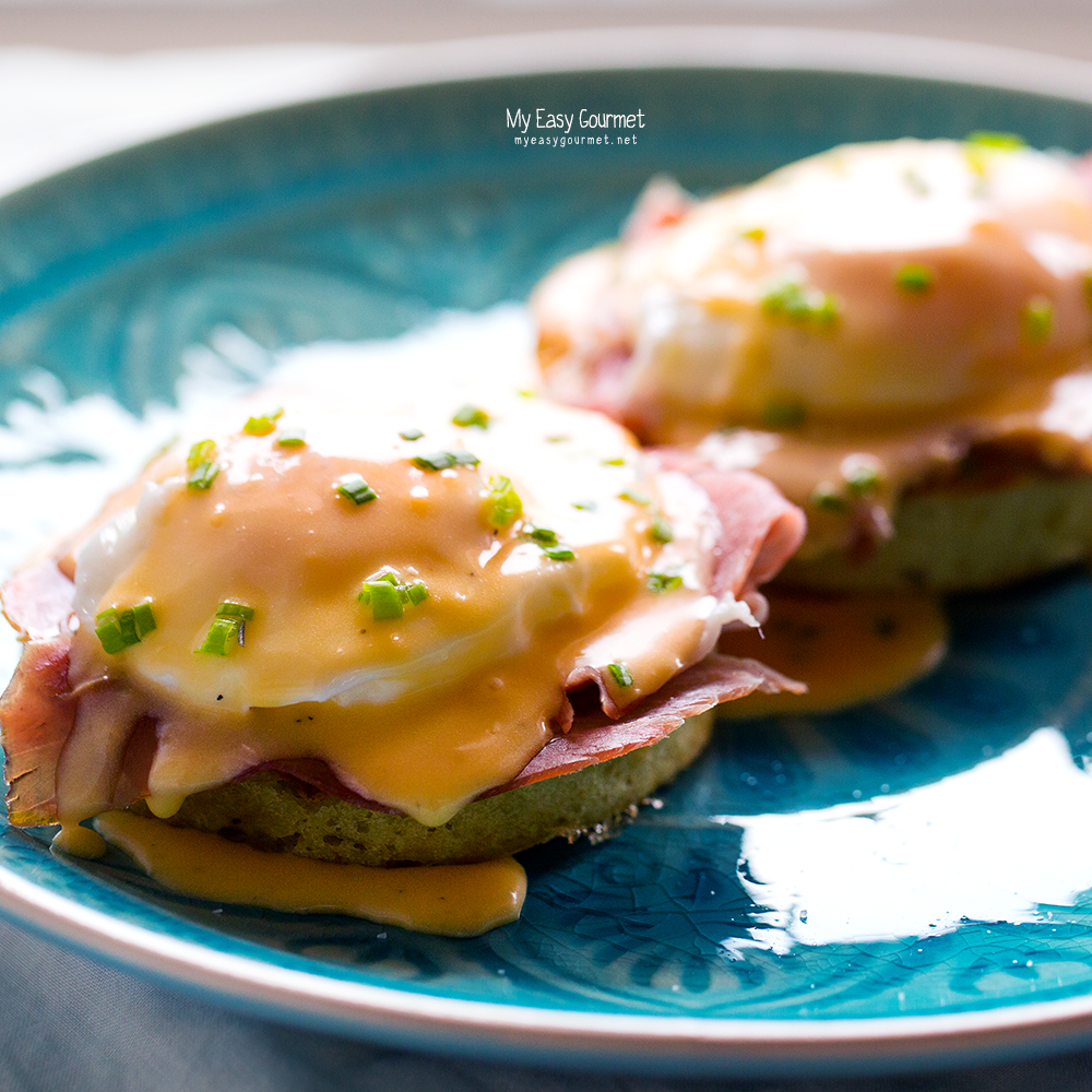 Eggs benedict with beer crumpets